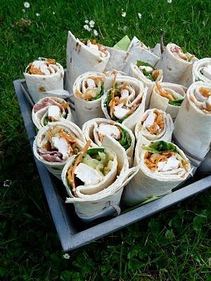Un pique nique très coloré : tortilla , clafoutis ... l'été est vraiment au rendez vous