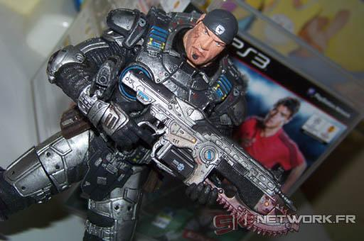 [ACHAT] FIGURINE GEARS OF WAR ET PES 2010.
