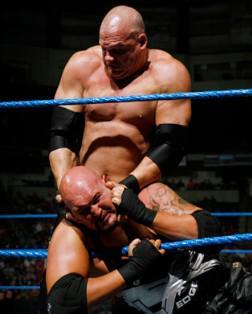 Kane vainqueur de Luke Gallows