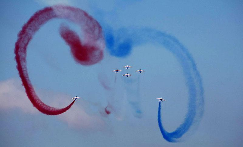 Lundi 14 juin, les pilotes de la patrouille de France effectuent une démonstration de voltige aérienne dans le ciel azuréen, pour fêter le 150e anniversaire du rattachement de Nice à la France.