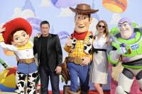 Frédérique Bel et Benoît Magimel en compagnie de Jessie, Buzz et Woody à l'Avant-première de Toy Story 3 à Disneyland Paris