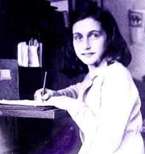 http://media.paperblog.fr/i/348/3489908/histoire-4-aout-1944-larrestation-danne-frank-L-1.jpeg