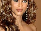 Vidéo: Tyra Banks fascinée tour taille plus monde? Beyoncé
