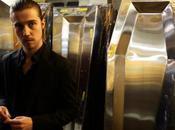 Julien Doré vend cercueils des… vampires Regardez