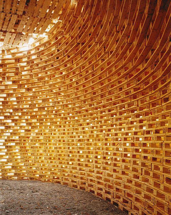 Une maison en bois de palettes paperblog - Maison en palettes de bois ...