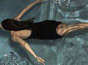 scène cinéma Jessica Alba jette l'eau