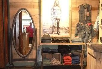 levis-vintage-clothing-store-paris-T-1.jpeg