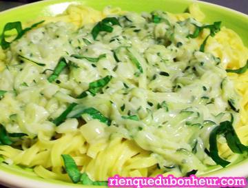 Mes fettuccini aux courgettes sauce cr meuse au gorgonzola bien relev e d 39 oignon d ail d - Cuisiner courgette spaghetti ...