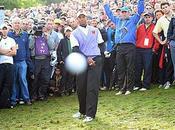 Tiger Woods Photobomb