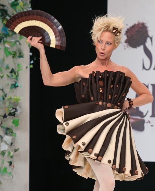 Rebecca hampton plus belle la vie au salon du chocolat for 27 hampton salon