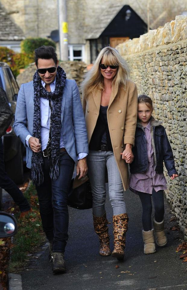 kate moss et son manteau beige paperblog. Black Bedroom Furniture Sets. Home Design Ideas
