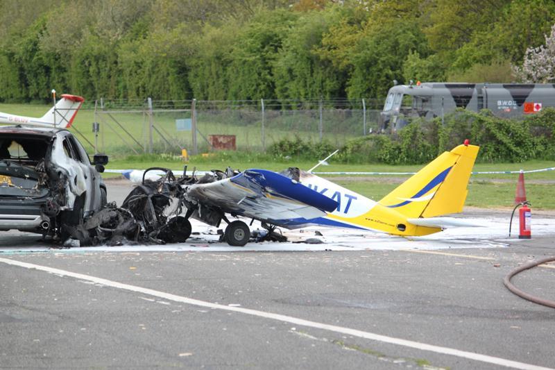 crash d 39 un petits avion dans une voiture paperblog. Black Bedroom Furniture Sets. Home Design Ideas