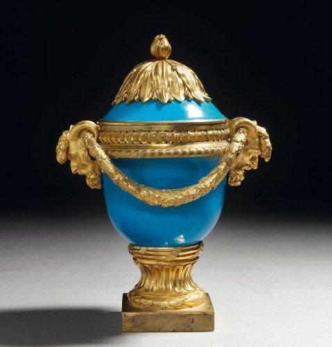 129052624914165 Vase couvert dépoque Louis XVI attribué à  Jean Dulac   Céramique Design & Moderne