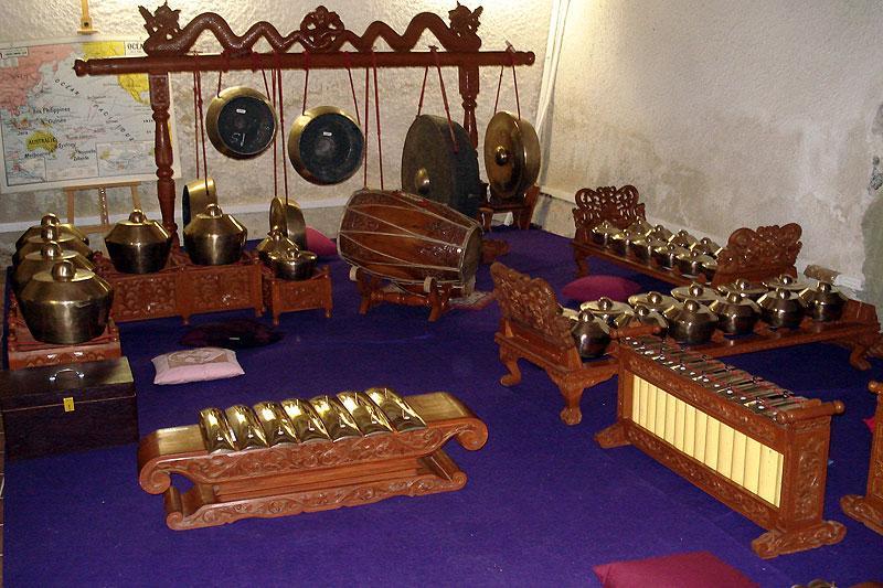 apprendre jouer le gamelan javanais gannat paperblog. Black Bedroom Furniture Sets. Home Design Ideas