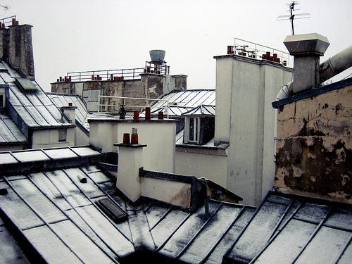 les toits de paris sous la neige d couvrir. Black Bedroom Furniture Sets. Home Design Ideas