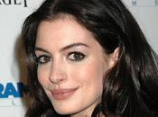 Glee saison Anne Hathaway Julie Andrews casting