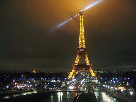 http://www.paperblog.fr/media/i/40/400522/tour-eiffel-nuit-L-2.jpeg