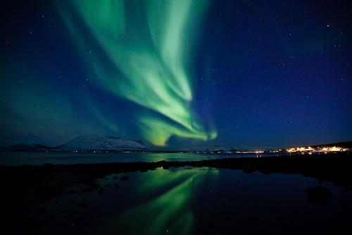 http://media.paperblog.fr/i/401/4010957/aurore-boreale-norvegienne-L-2JxUHo.jpeg