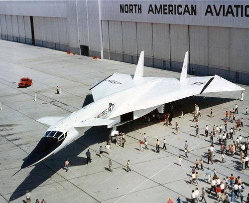 Chasseur Valkyries et modéles réel. Avion-supersonique-xb-70-valkyrie-L-UFvB0q