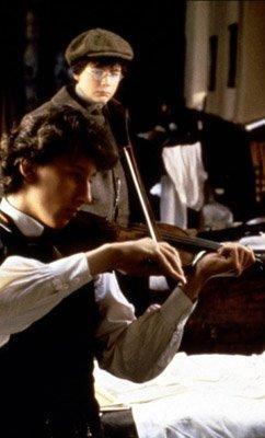Le Secret de la Pyramide - Young Sherlock Holmes Young-sherlock-holmes-secret-pyramide-barry-l-L-3bjl6h