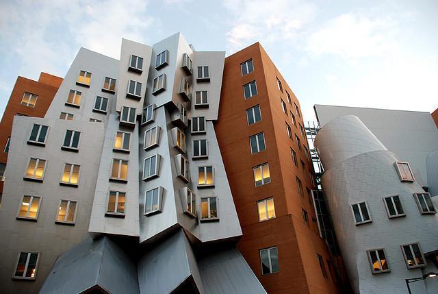 Stata center dans le massachusetts imposant ouvrage de for Ouvrage architectural