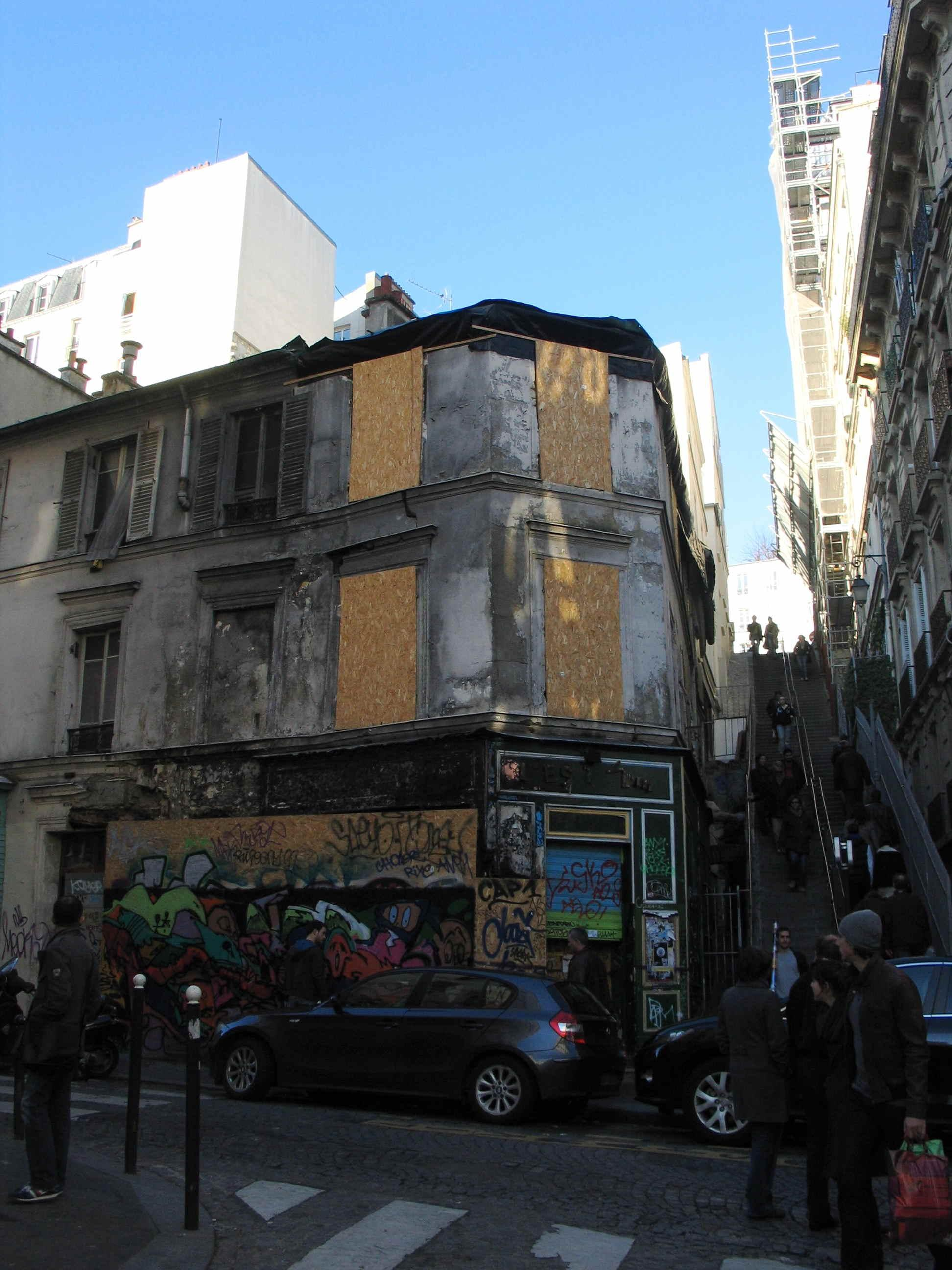 rue drevet la ruine en plein montmartre d couvrir. Black Bedroom Furniture Sets. Home Design Ideas