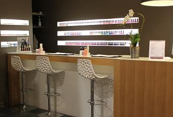nouveau nail bar opi en plein coeur du marais d couvrir. Black Bedroom Furniture Sets. Home Design Ideas