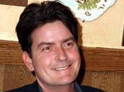Charlie Sheen fond dans l'humanitaire Twitter pour récupérer enfants
