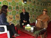 Quand Kadhafi reçoit sous tente.