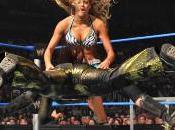 Michelle McCool sauve Layla face Kelly