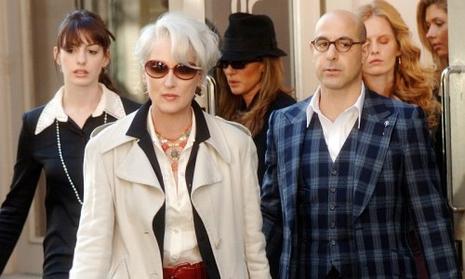 Meryl Streep (au centre) et Stanley Tucci (ŕ droite) dans Le Diable s'habille en Prada