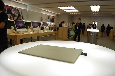 MacBook Air, Apple Store Shinsaibashi