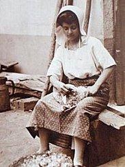 metiers-d-autrefois-femmes-vie-rurale-ruoms-france-4763147235-968536.jpg