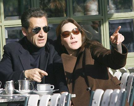 Sarkozy-Bruni : ils sont tous les deux pleins de fric !!!