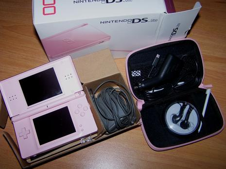 nintendo ds lite vendre d couvrir. Black Bedroom Furniture Sets. Home Design Ideas