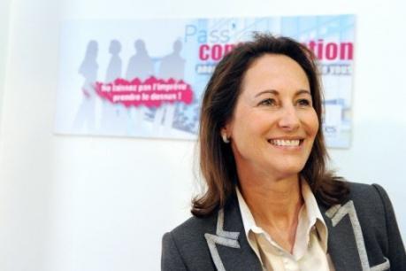 Luc Chatel est-elle la femme politique à qui l'on doit le pass ...