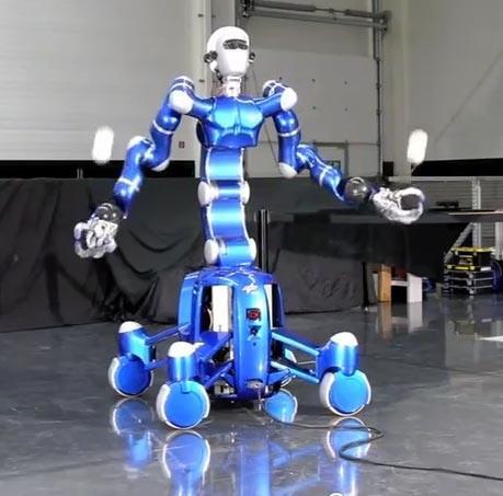 Le robot domestique justin rollin toujours plus perfectionn voir - Les robots domestiques ...