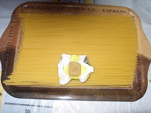 Spaghetti aux petits pois et à la sauce tomate