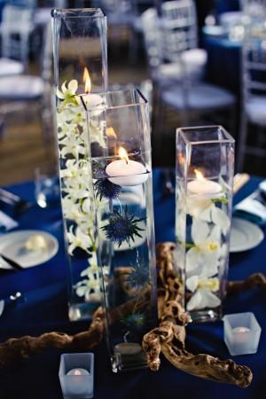 centre de table avec du bois flotté histoire de rappeller le theme de ...
