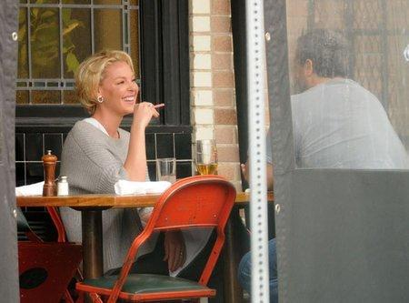 Katherine Heigl Puffs On Electronic Cigarette