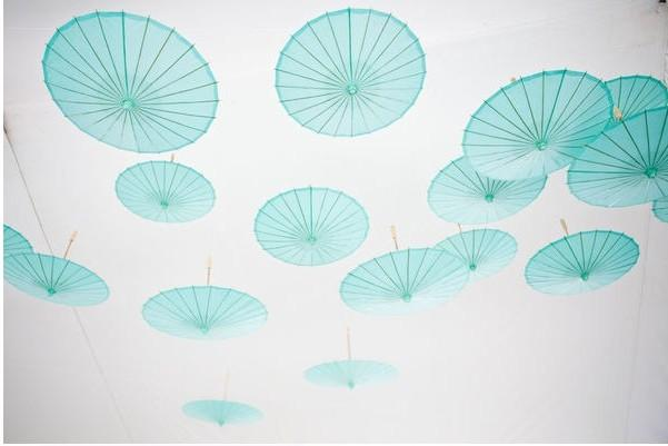 5 decos de r ception tendances pour un mariage dans le for Decoration fou plafond