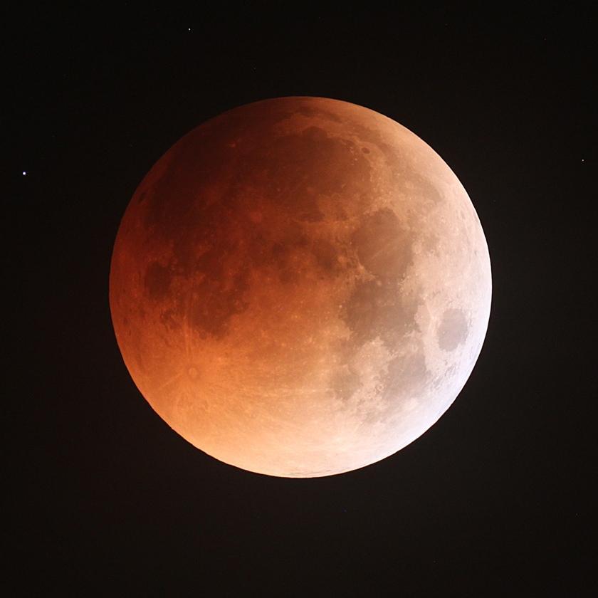 Eclipse de Lune par Albert Kong