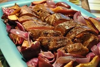Filet de porc aux pommes et oignons rôtis - Paperblog