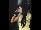 retour scene Winehouse Belgrade, tourne fiasco