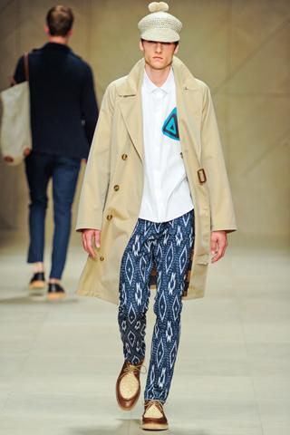 Pantalon Burberry 10 tendances à retenir des défilés de Milan   Eté 2012