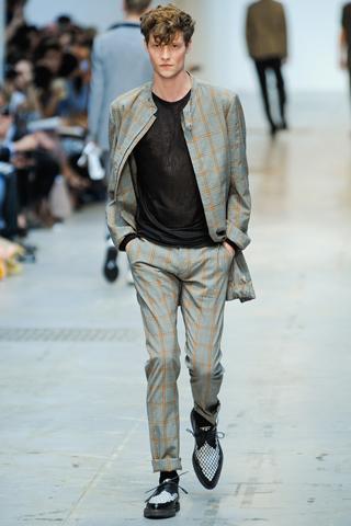 Carreaux Costume National 10 tendances à retenir des défilés de Milan   Eté 2012