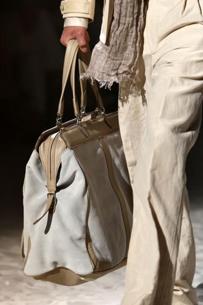 Sac Corneliani 400x600 10 tendances à retenir des défilés de Milan   Eté 2012