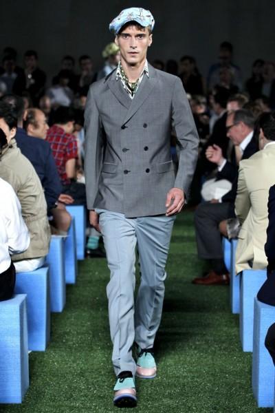 Veste croisée Prada 400x600 10 tendances à retenir des défilés de Milan   Eté 2012