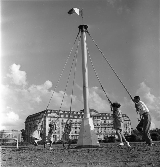 «Le Deauville de Robert Capa» : Exposition en plein air sur les Planches de Deauville [#rédacteur invité]