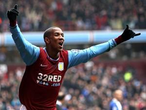 Aston Villa : Young en route pour Man Utd